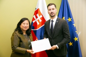 Ambassador Morakot Sriswasdi presented the copy of the Letters of Credence to Slovakia's State Secretary Lukáš Parízek