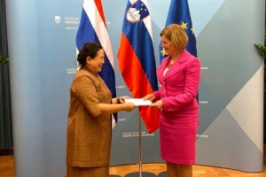 Miss Morakot Sriswasdi, Ambassador of Thailand to Austria presented to Miss Natasa Praha, Head of Diplomatic Protocol